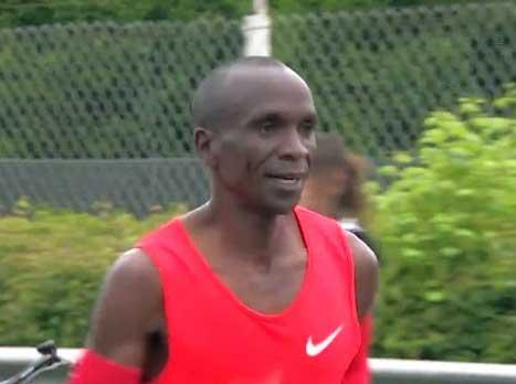קיפצ'וגה ניפץ שיא עולם במרתון עם 2:00:24