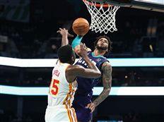 """""""קבר"""" את קאפלה: צפו בדאנק של העונה ב-NBA"""