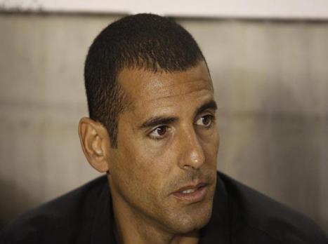 """בן מרגי (מגד גוזני, וואלה), המאמן הזמני. צפו בהפסד 2:0 לרמה""""ש"""