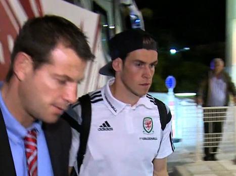 בייל כאן: צפו בנבחרת וויילס מגיעה לישראל