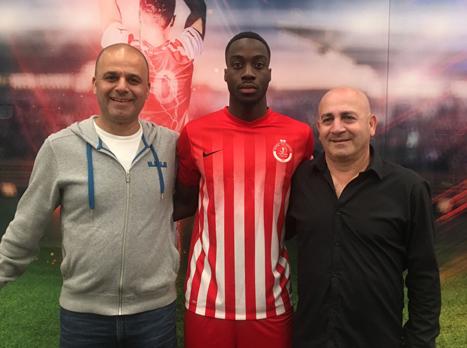 עוד חיזוק: ג'וזף גנדה חתם בהפועל תל אביב