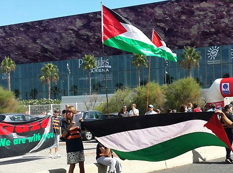 צפו: הפגנה נגד ישראל לפני המשחק עם רוסיה