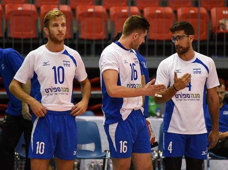 נבחרת הגברים בבית עם לטביה ואסטוניה