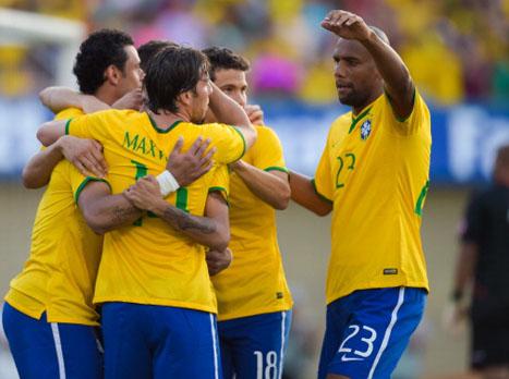 מרגישים את המונדיאל מתקרב, ונראים נהדר. שחקני ברזיל חוגגים (gettyimages)