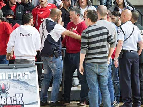 נופלת על הראש: האוהדים נגד כהן וההנהלה