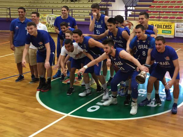 הנבחרת חוגגת מאזן מושלם (איגוד הכדורסל)