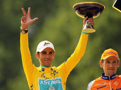 קונטאדור בחולצה הצהובה. 3 זכיות במרוץ הכי יוקרתי בעולם (GETTYIMAGES)
