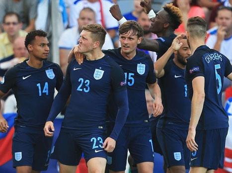 ניצחון בכורה לאנגלים