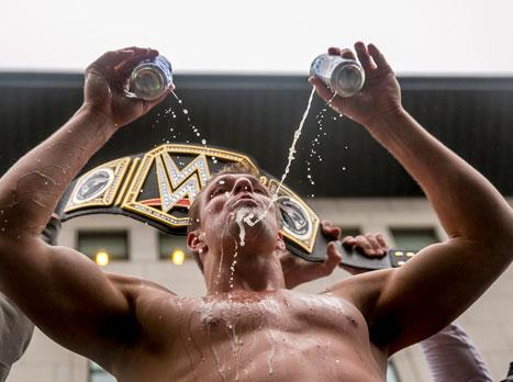 רוב גרונקובסקי מהפטריוטס מבוקש ב-WWE