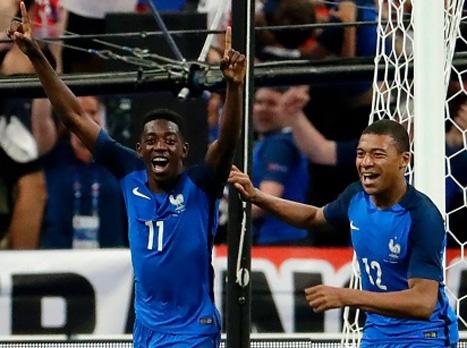 הצרפתים ניצחו ב-10 שחקנים (getty)