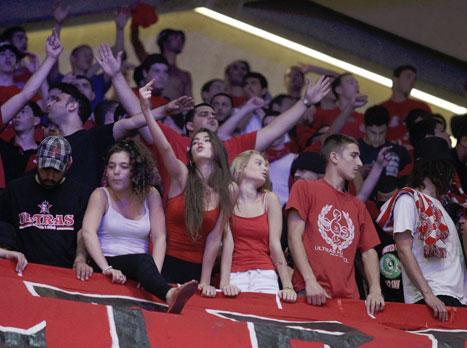 הקהל האדום. בלאט מוכן להם (אלן שיבר)