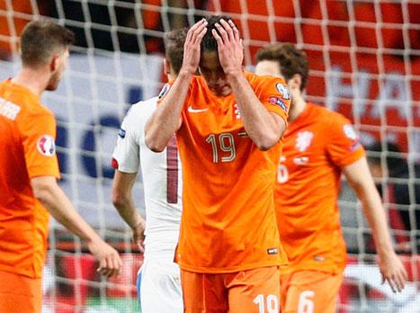 הולנד מחוץ ליורו, טורקיה וקרואטיה בפנים