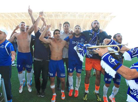 המלאבסים חוגגים כל הדרך לליגת העל (אלן שיבר)