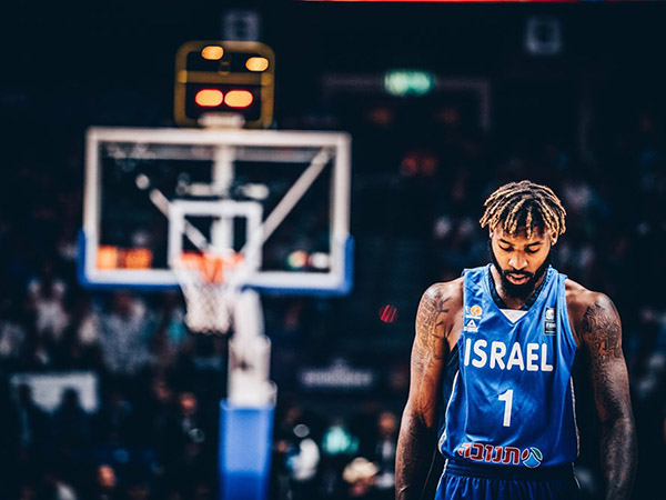 נקודת אור בודדה. האוול (FIBA)