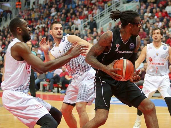 סטודמאייר. מעל כולם (FIBA)
