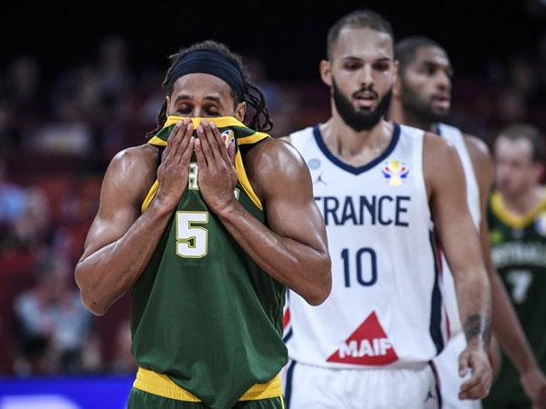 בעיטה חזקה בדלי. מילס (FIBA)