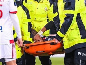 נראה רע: ניימאר נפצע ופונה, פ.ס.ז' הפסידה