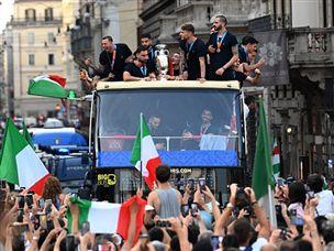 לעיני מאות אלפים: צפו בחגיגות הזכיה של איטליה
