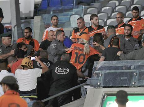 הבלאגן ביציע. תמונה עגומה של הכדורגל שלנו (אלן שיבר)
