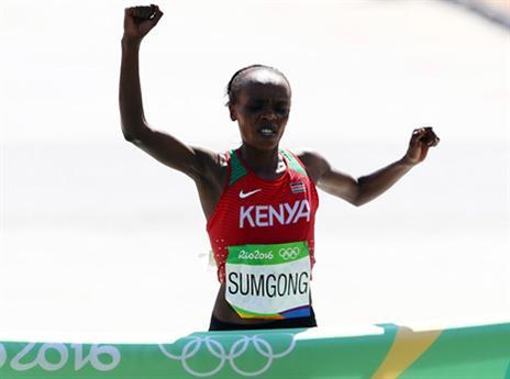 סומגונג בקו הסיום. זהב לקניה (getty)