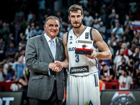 כוכב מיאמי גם זכה בתואר ה-MVP של הטורניר (FIBA)