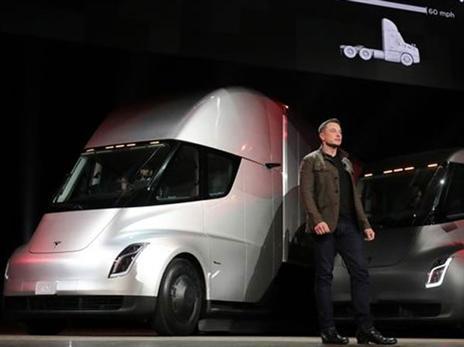 המשאית של טסלה: מאיצה כמו מכונית על
