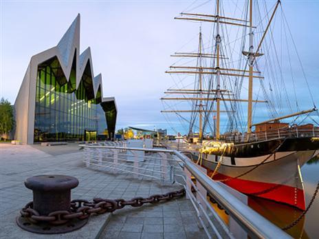 הספינה העוגנת לצד מוזיאון ריברסייד (Getty)