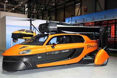 אומרים שחברת PAL-V ההולנדית תהיה הראשונה בעולם לשווק מכונית מעופפת עם אישורים רגולטוריים. דגם ה-ליברטי ימכר תמורת 600 אלף דולרים עם מסירות ראשונות ב-2020. אנשי הפיתוח אומרים שזו המכונית הראשונה בעולם שתוכל לשלב בין חיים עירוניים שימושיים כמו רכב רגיל לניידות באוויר. נחיה ונראה