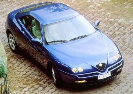 אלפא רומיאו GTV משנות ה-90. יצירת מופת (צילום: יצרן)