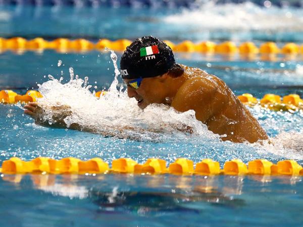 מרטינייגי קבע שיא עולם לנוער (איגוד השחיה)