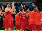 עדיין מתקשים. הספרדים חוגגים אחרי הניצחון (AFP)