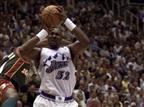 22.4 - היום לפני 17 שנים הפך קארל מאלון לשחקן המבוגר ביותר בתולדות ה-NBA שקטלע 50 נקודות ומעלה במשחק פלייאוף. הוא עשה זאת בגיל 36 ו-273 ימים, כשקלע 50 נקודות במדי יוטה נגד סיאטל (getty)