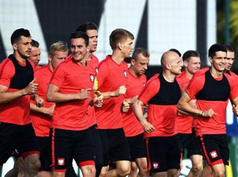 הפולנים מאמינים בעצמם (AFP)