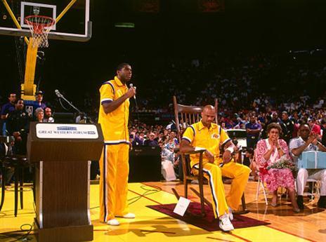 23.4 - היום לפני 28 שנים שיחק קארים עבדול ג'אבר את משחקו האחרון ב-NBA. קארים שיחק שיא NBA של 1,560 משחקים, בהם קלע 38,387 נקודות, שיא כל הזמנים גם כן (getty)