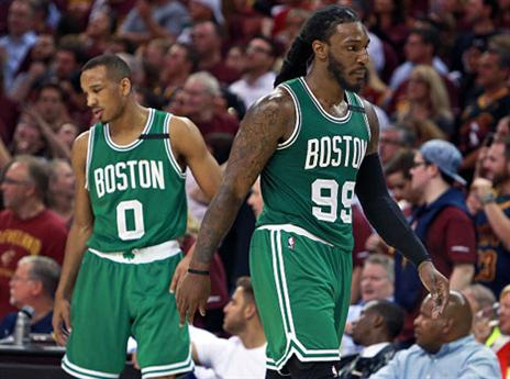 בוסטון נלחמה, אבל זה לא הספיק. בראדלי (משמאל) וקראודר מאוכזבים (getty)