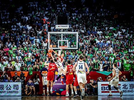 הסלובנים ירדו למחצית ביתרון 9, כשדראגיץ' להט עם 26 נקודות (FIBA)