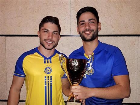 האחים אליגולה לאחר זכיה בטורניר ב-Gamebar. צילום: Gamebar.