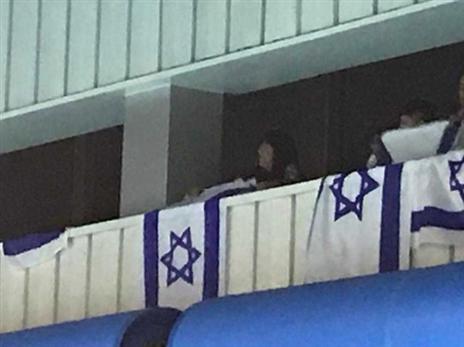 הספורט ניצח בסופו של דבר. דגל ישראל ביציע (איגוד הכדורמים)