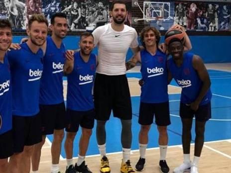 המשתכר הבכיר עם שחקני הכדורגל של ברצלונה (טוויטר)