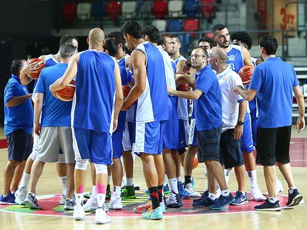 נבחרת ישראל יוצאת לדרך (דני מרון)