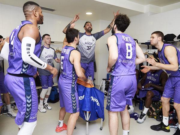 גם בחדר ההלבשה היה טירוף (FIBA)