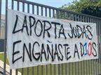 """""""בוגד"""": שלטי מחאה נגד לאפורטה בקאמפ נואו"""