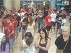 100 אוהדי הפועל במפגן תמיכה להשארת ורמוט
