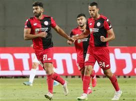 """האליפות בדרך: 0:2 למכבי ת""""א על חיפה"""