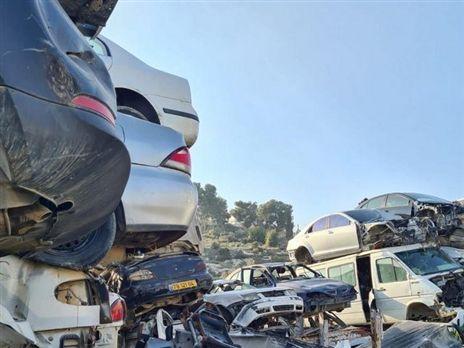 משחטת רכב בשטחים (צילום: צוות סיכול פוינטר)