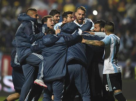 הצדק נעשה. ארגנטינה חוגגת מקום בחצי (AFP)