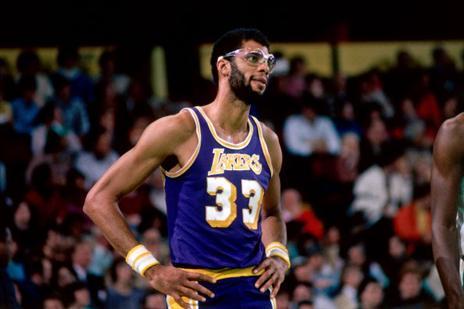 16.4 - היום לפני 70 שנים נולד קארים עבדול-ג'אבר, אחד מגדולי השחקנים בכל הזמנים. קארים הוא שיאן הנקודות בכל הזמנים עם 38,387 נקודות בקריירה, זכה ב-6 תארי MVP וב-6 אליפויות NBA עם מילווקי באקס והלוס אנג'לס לייקרס (getty)