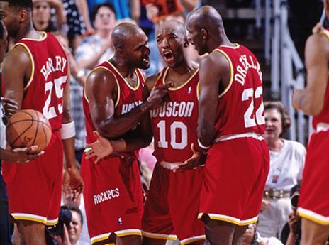 20.5 - היום לפני 22 שנים ניצחה יוסטון את המשחק השביעי בסדרת חצי המערב נגד פיניקס, 114:115. הרוקטס היו הראשונים לאחר 13 שנים שחזרו מפיגור 3:1 לניצחון בסדרה של הטוב מ-7 (getty)