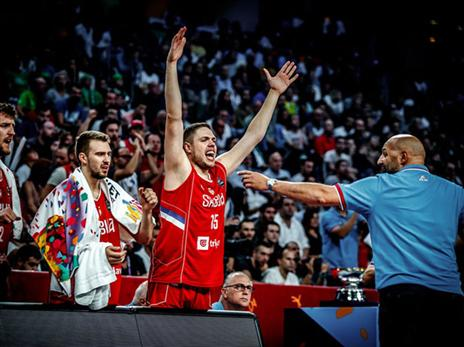 הסרבים עלו חמים למחצית השניה והצליחו למחוק את כל הפיגור ברבע ה-3 (FIBA)