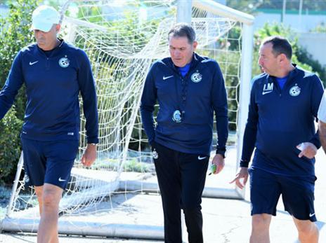 הצוות החדש. גם אנטמן חוזר לתפקידו (תמונה באדיבות האתר הרשמי של מכבי חיפה)